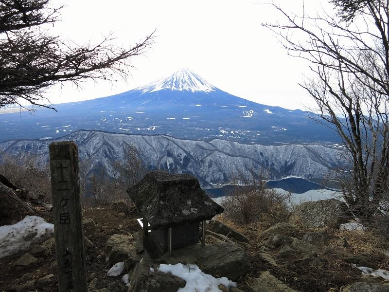 十二ヶ岳の山頂から見事な景色