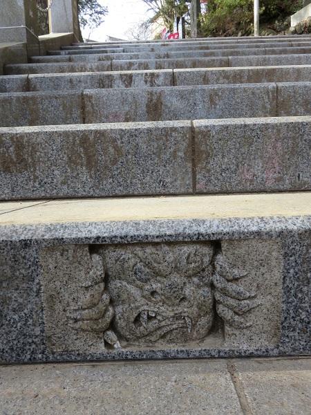 御嶽神社の階段鬼の絵