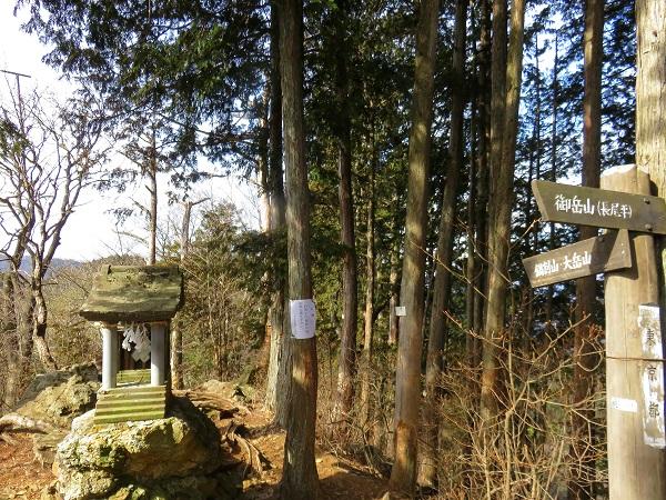 鍋割山の奥の院祠