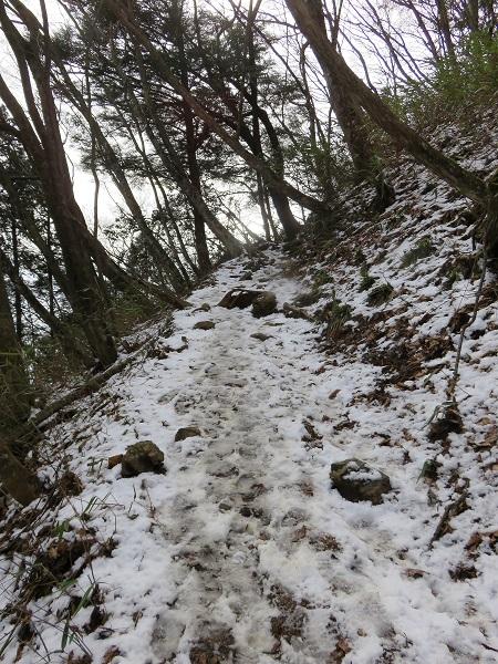 大岳山への登山道圧雪