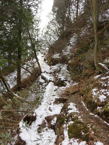 奥多摩三山登山道圧雪