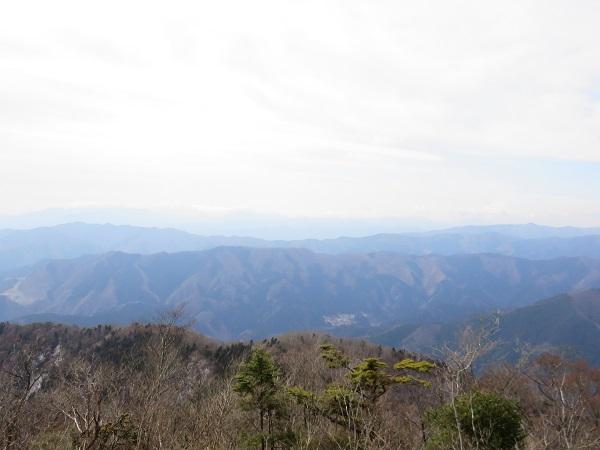 大岳山は奥多摩三山に選ばれている名山