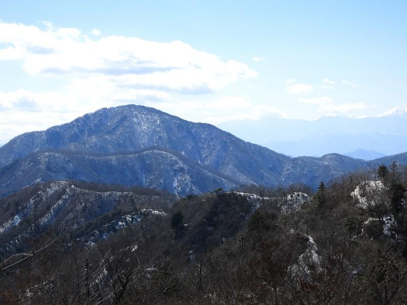 本社ヶ丸周辺から見る御坂黒岳景色