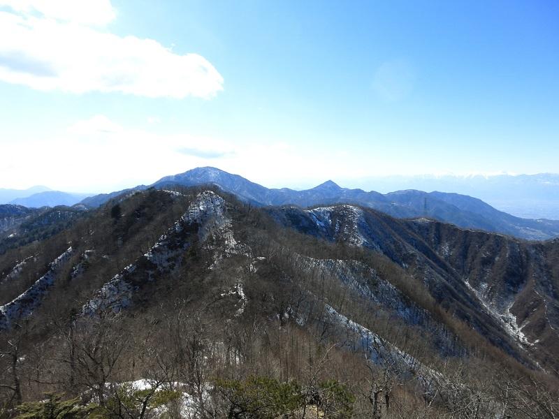 清八山方面の残雪期の景色