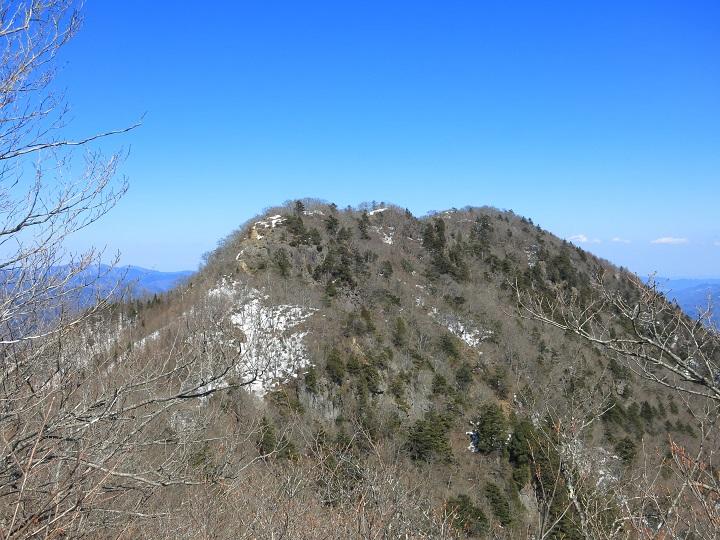 清八山から振り返っての本社ヶ丸残雪期の景色