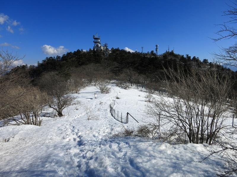 三ツ峠山開運山残雪期の登山ルートの様子