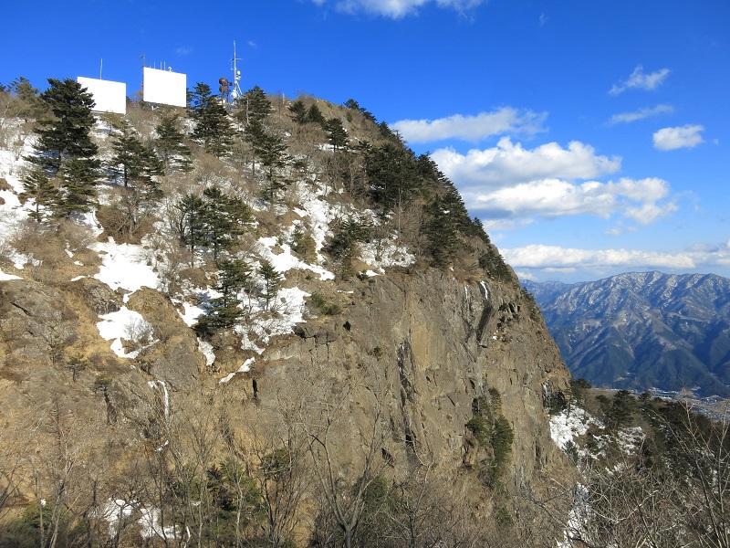 三ツ峠山を象徴する屛風岩風景