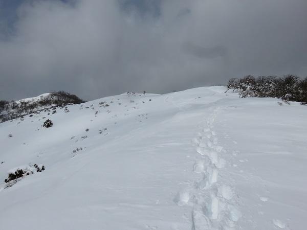 ツボ足歩きの登山者
