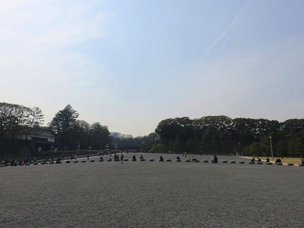 皇居周辺はとても観光客が多かった