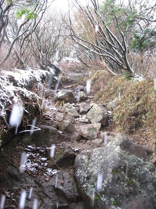 万三郎岳へ進む登山道