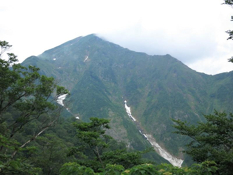目指す谷川岳