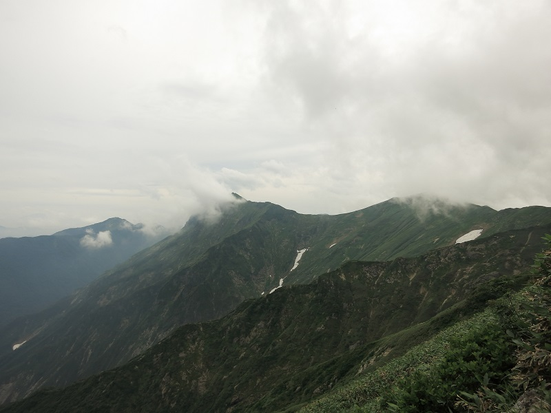 谷川連峰主脈縦走路の稜線