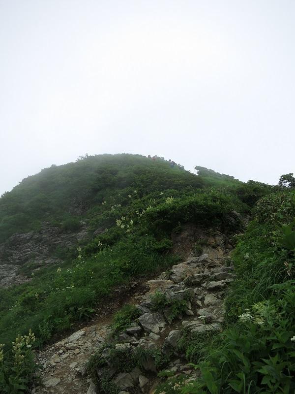 谷川岳のトマノ耳直下の風景