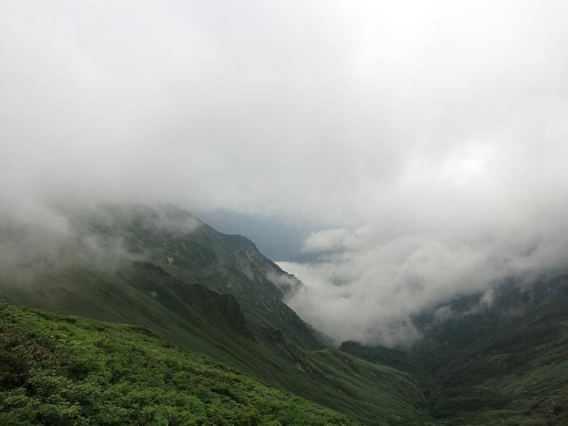 谷川連峰主脈縦走路雄大な景色