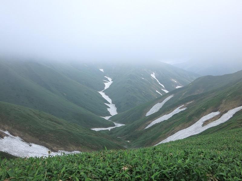 オジカ沢ノ頭避難小屋周辺残雪