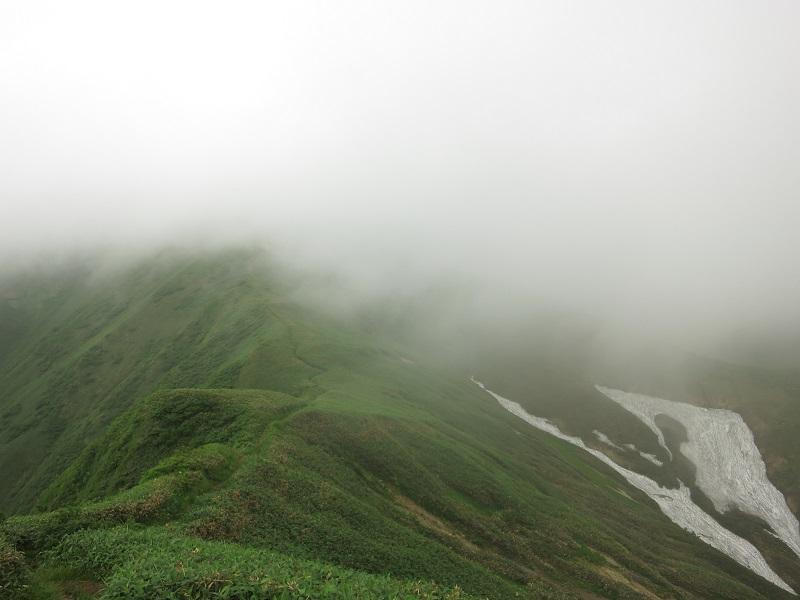 開放感ある谷川連峰主脈縦走路