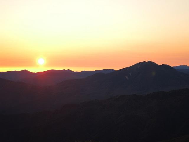 燧ヶ岳の双耳峰遠望