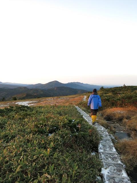 平ヶ岳の山頂朝の散策の始まり
