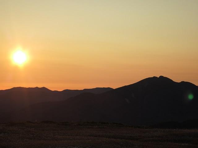最高の日の出と尾瀬燧ケ岳の景色