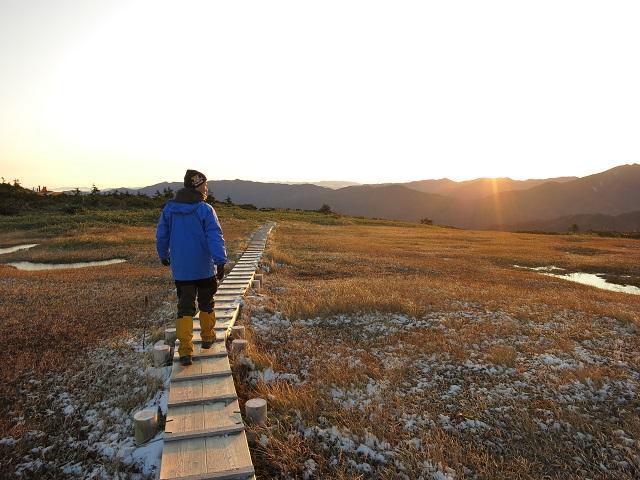 平ヶ岳の山頂から玉子石へのルート