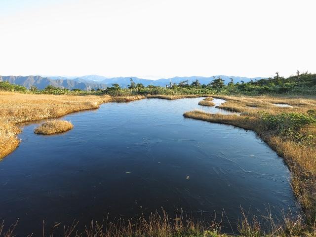 平ヶ岳標高2,000m前後の山頂の高層湿原