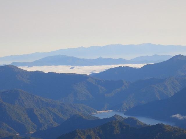 玉子石周辺から雲海と奥只見湖景色が見える