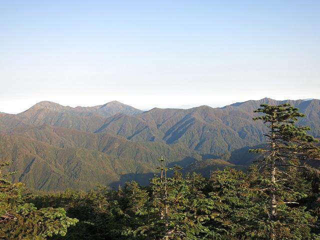 越後三山方面山深くクマがいそうな雰囲気