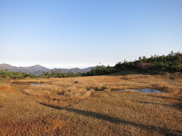 池塘が平ヶ岳の玉子石周辺にある
