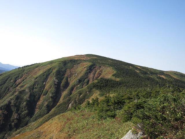 池ノ岳を眺めて長い鷹ノ巣尾根の下山