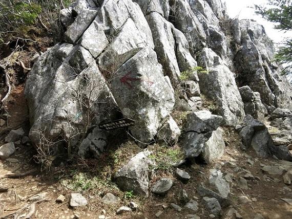 乾徳山の山頂コース