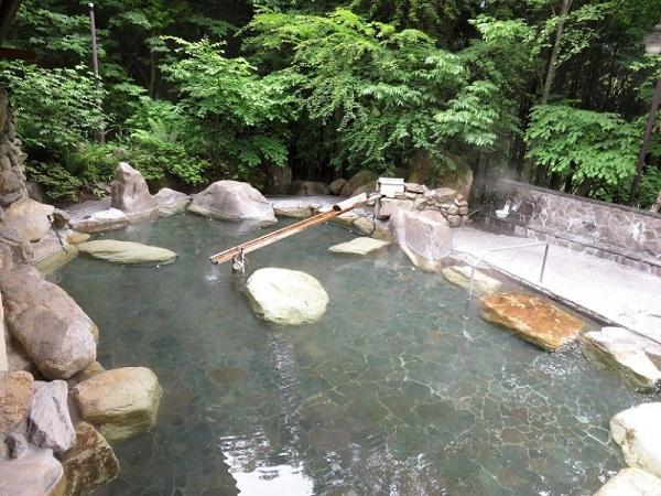 中房温泉有明荘の露天風呂