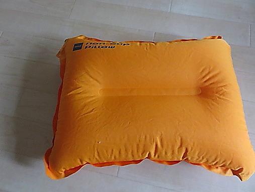 アウトドア用枕空気満タンの状態