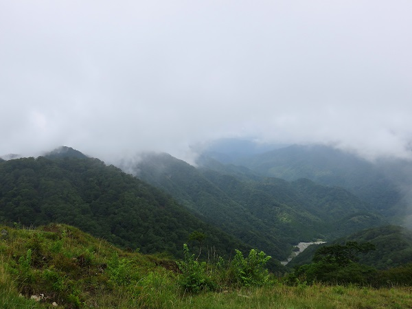 鍋割山方面の景色