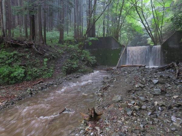 西山林道大雨降ると増水