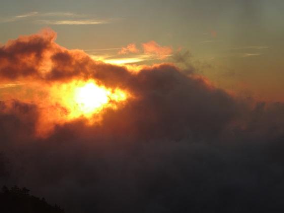 何かが起こりそうな太陽