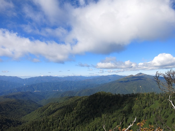 武尊山は、谷川岳・尾瀬方面の展望台