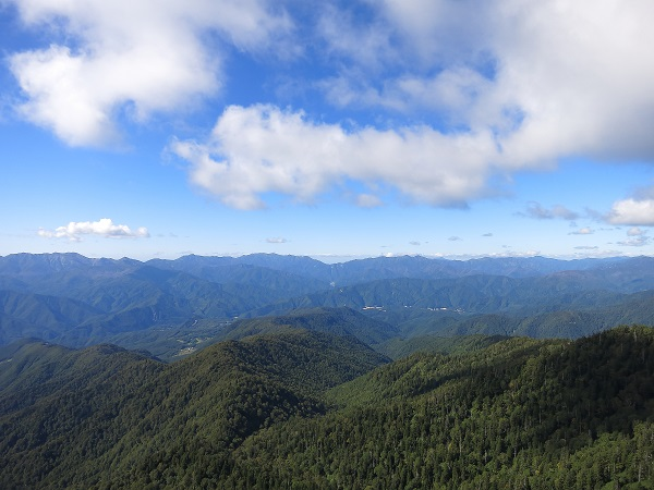 山の裏側に新潟県