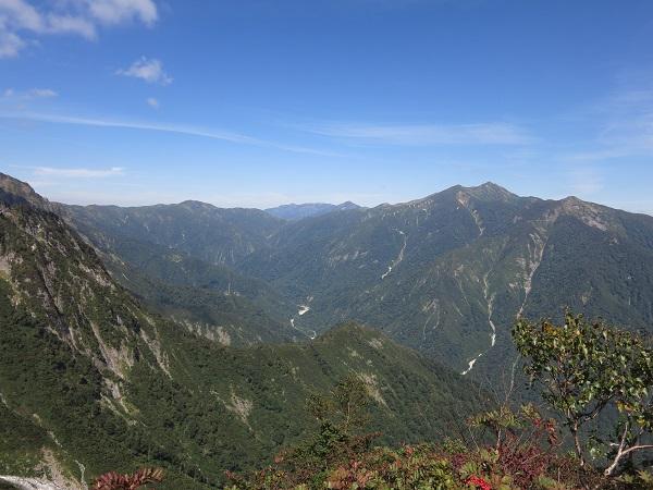 朝日岳方面から延びる谷川岳馬蹄形の縦走路