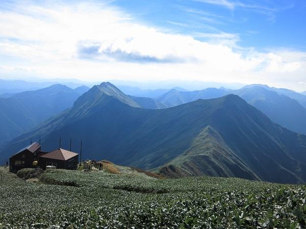 谷川岳山頂から谷川岳主脈縦走路景色