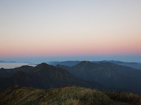 茂倉岳から見る谷川連峰主脈縦走方面