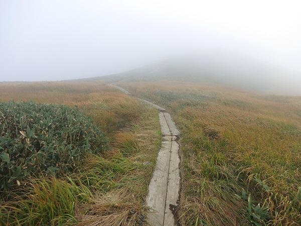 蓬ヒュッテガスガス谷川岳馬蹄形縦走路