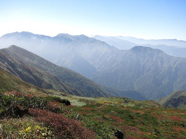 朝日岳の近く谷川岳の景色