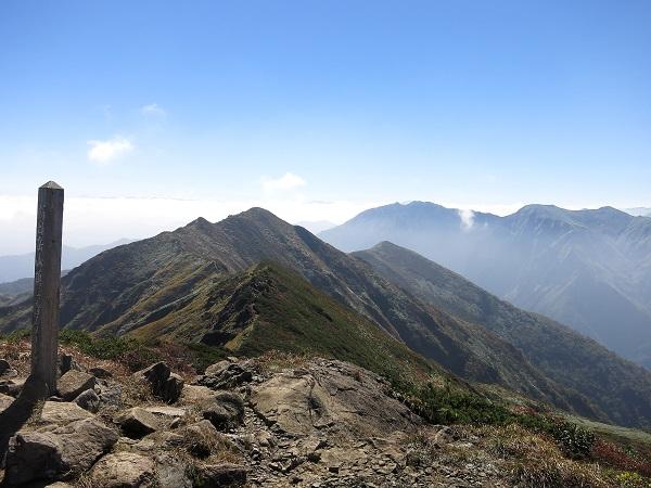朝日岳の山頂
