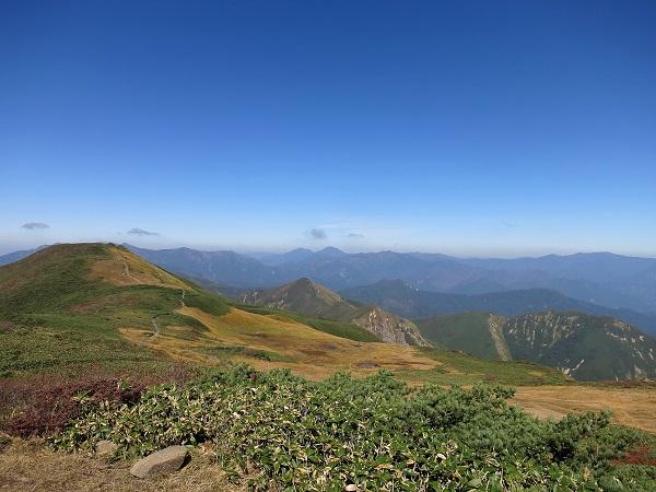朝日岳尾瀬の山並み