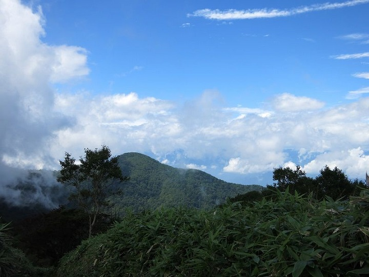 毛無山の山頂から下りると天気が良くなる