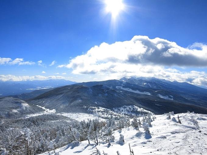 寒い冬山と雪