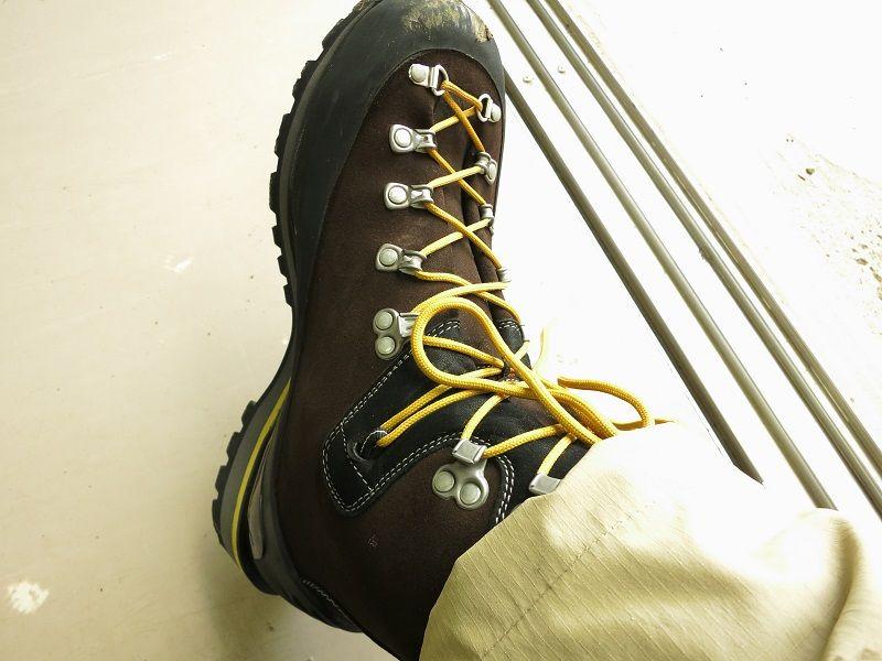重登山靴AKU
