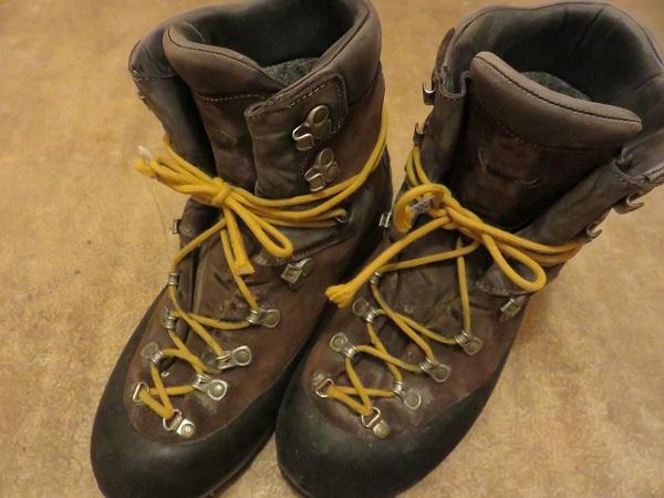 AKU重登山靴アップ