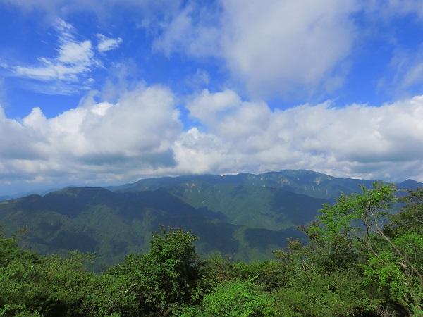 日向薬師から大山登山丹沢表尾根景色