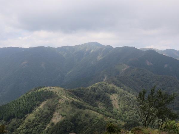 塔ノ岳への稜線
